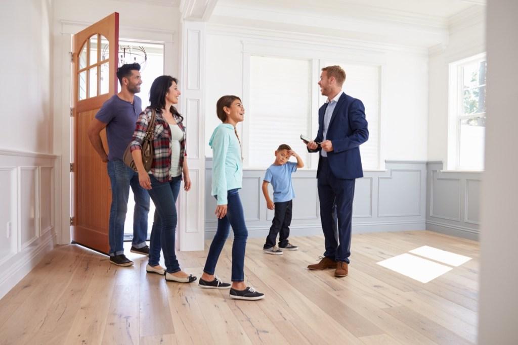 Зачем нужен риэлтор при покупке или продаже квартиры?